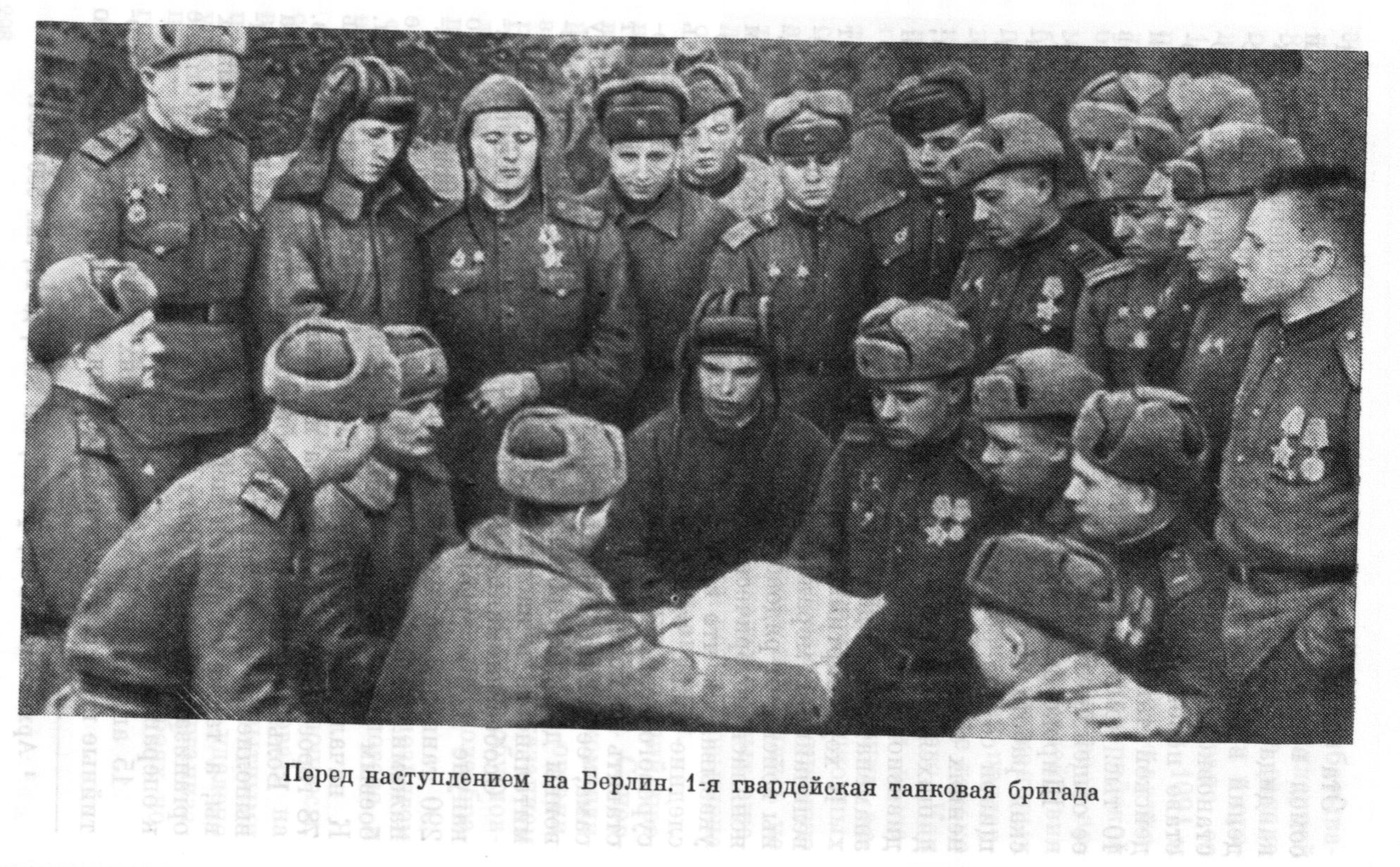 Т-34-76 со знаменем 17-й гв тбр проходит ул московской